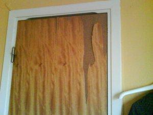 090527 Dörren till duschen